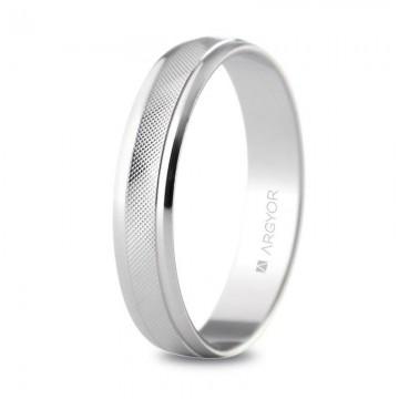Alianza de boda de plata con diseño facetado